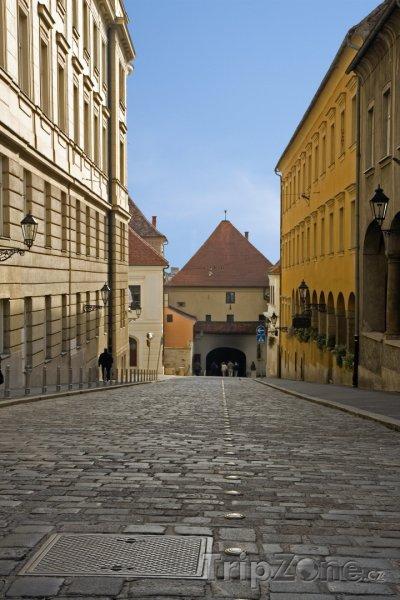 Fotka, Foto Ulička ve staré části města (Záhřeb, Chorvatsko)