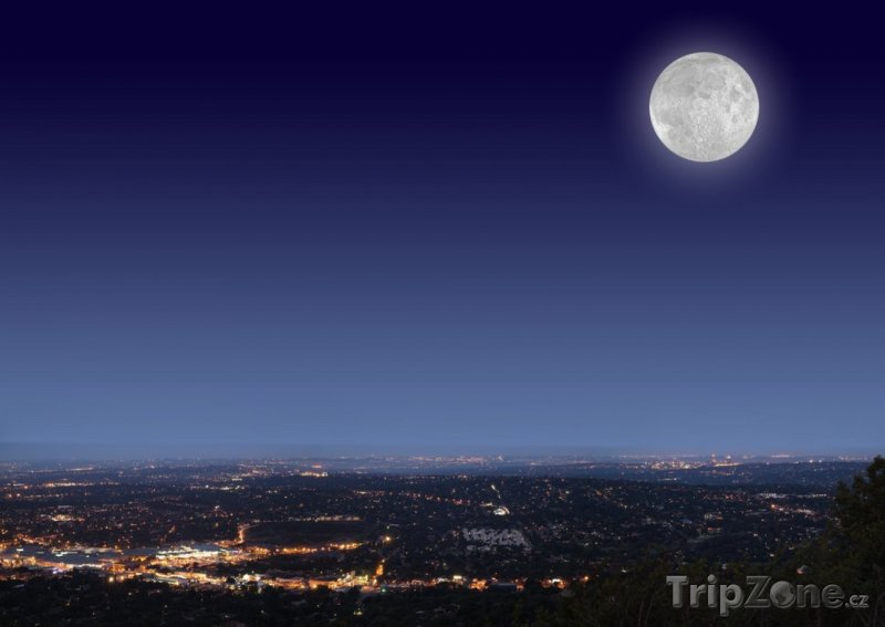Fotka, Foto Úplněk nad městem (Johannesburg, Jihoafrická republika)