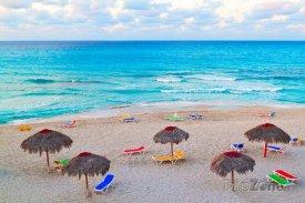 Varadero, slunečníky a lehátka na pláži
