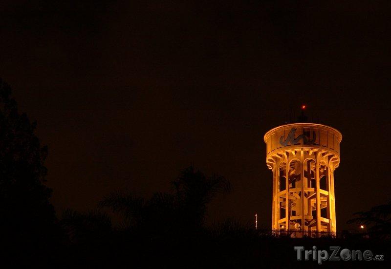 Fotka, Foto Vodárenská věž v noci (Johannesburg, Jihoafrická republika)