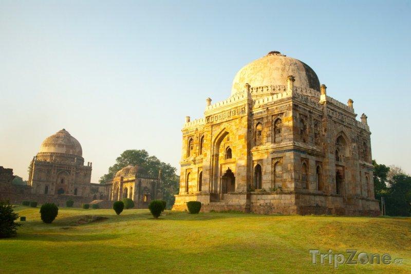 Fotka, Foto Východ slunce v zahradách Lodi (Nové Dillí, Indie)