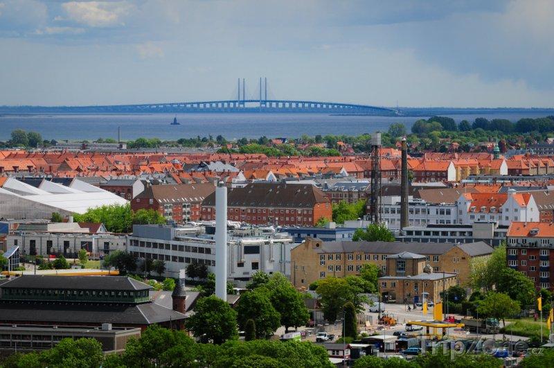 Fotka, Foto Vzdálený pohled na most Oresund (Kodaň, Dánsko)