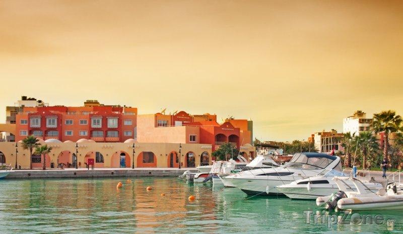 Fotka, Foto Zakotvené jachty u Marina boulvar (Hurghada, Egypt)