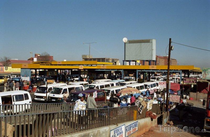 Fotka, Foto Zastávka minibusů v části Soweto (Johannesburg, Jihoafrická republika)
