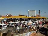 Zastávka minibusů v části Soweto