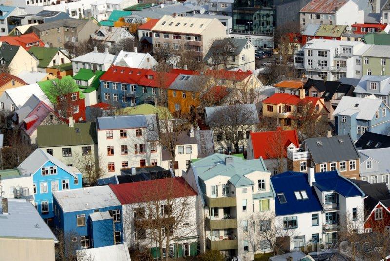 Fotka, Foto Barevné střechy domů (Reykjavík, Island)