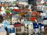 Barevné střechy domů