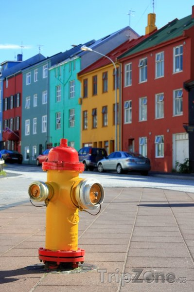 Fotka, Foto Barevný hydrant (Reykjavík, Island)