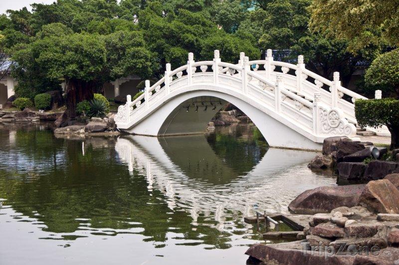 Fotka, Foto Bílý most ve městě Taipei (Tchaj-wan)