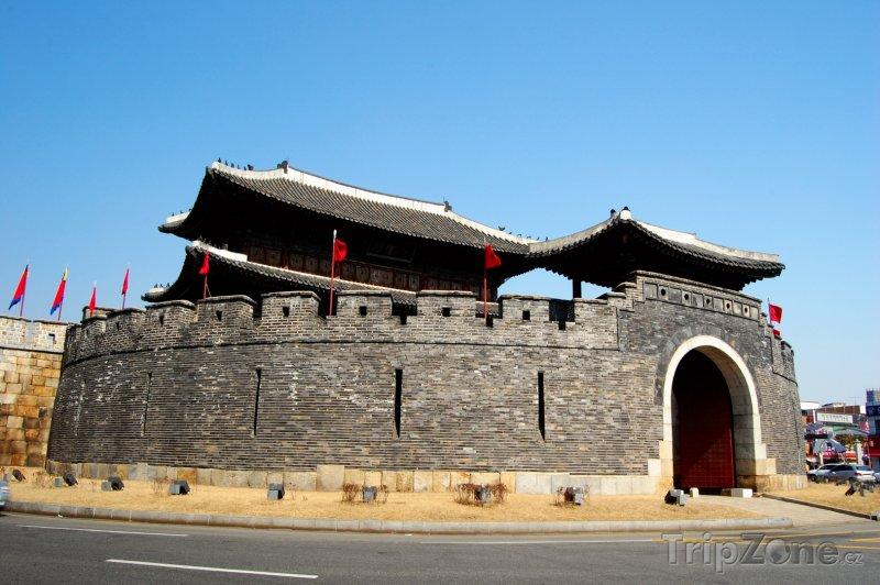 Fotka, Foto Brána v pevnosti Hwasong (Jižní Korea)