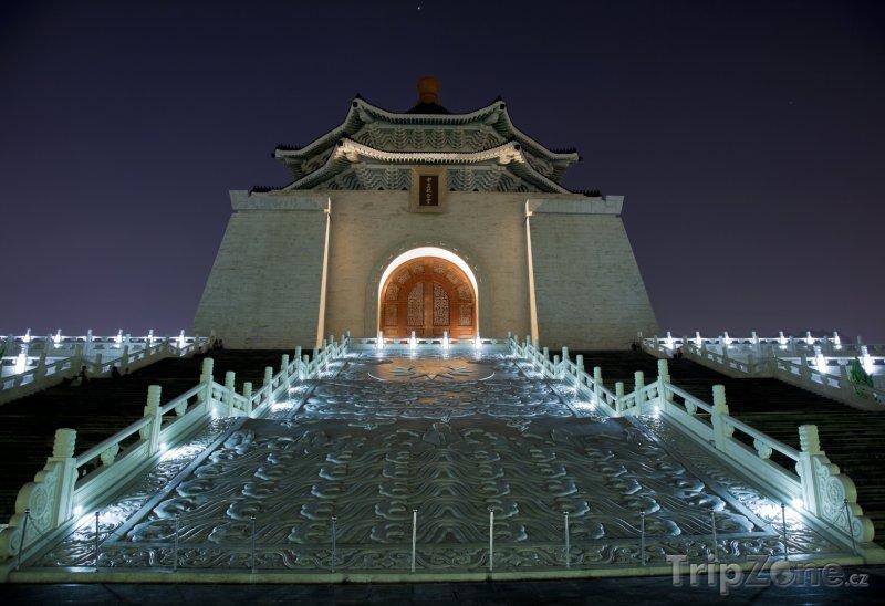 Fotka, Foto Chiang Kai-shek Memorial Hall v noci (Tchaj-wan)