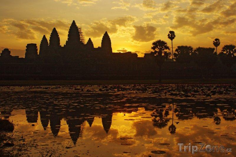 Fotka, Foto Chrám Angkor Vat v západu slunce (Kambodža)