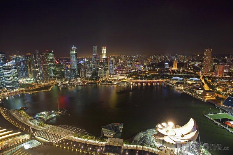 Fotka, Foto Finanční oblast v noci (Singapur)