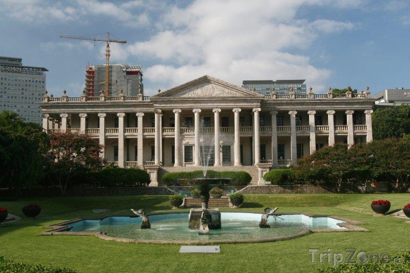 Fotka, Foto Fontána u paláce Deoksugung (Soul, Jižní Korea)