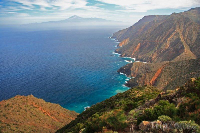 Fotka, Foto Hornaté pobřeží ostrova (Tenerife, Španělsko)