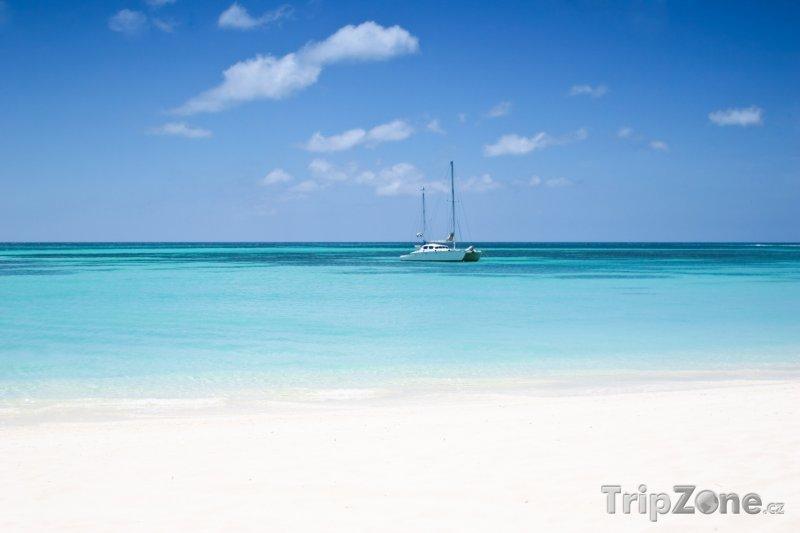 Fotka, Foto Jachta u pobřeží (Aruba)