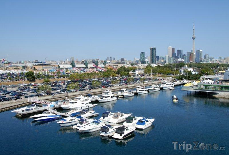 Fotka, Foto Jachty v přístavu (Toronto, Kanada)