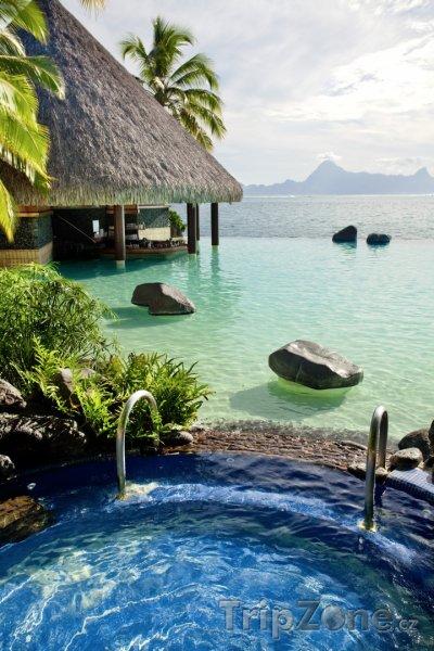 Fotka, Foto Jacuzzi na břehu oceánu (Francouzská Polynésie)