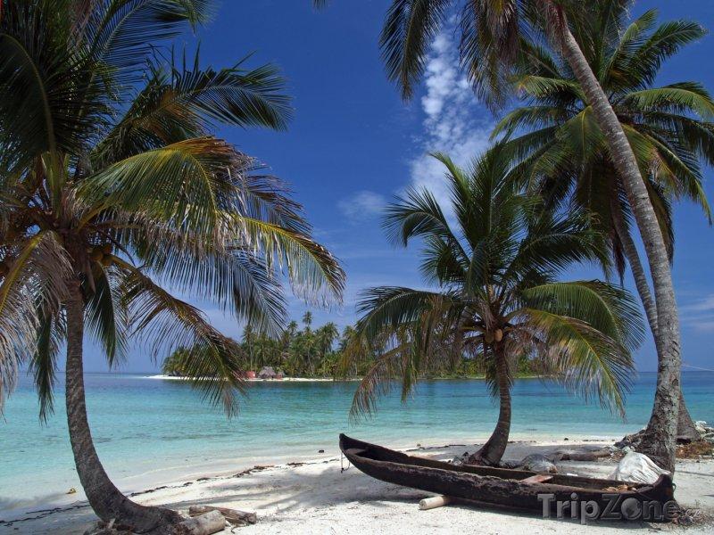 Fotka, Foto Kánoe na pláži (Panama)