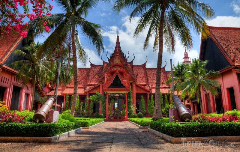 Fotka, Foto Kanony před Národním muzeem (Kambodža)