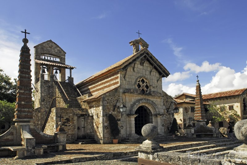 Fotka, Foto Kostel St. Stanislaus v Altos de Chavón (Dominikánská republika)