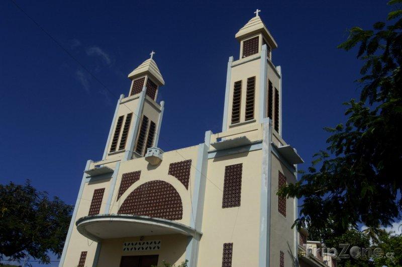 Fotka, Foto Kostel v obci Le Prêcheur (Martinik)