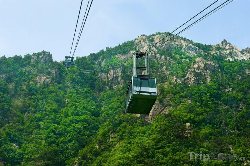 Fotka, Foto Lanovka v parku Seoraksan (Jižní Korea)