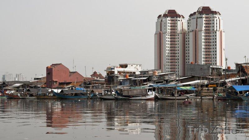 Fotka, Foto Lodě ve starém přístavu (Jakarta, Indonésie)