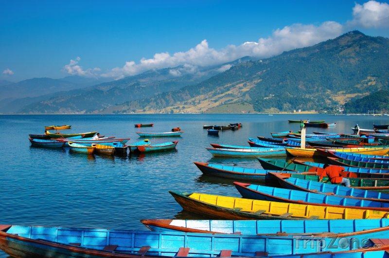 Fotka, Foto Loďky na jezeře Phewa (Nepál)