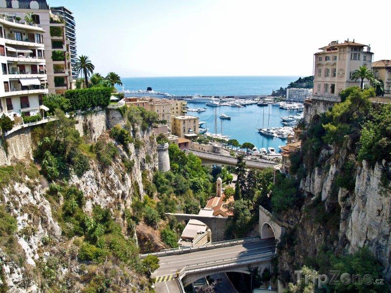 Fotka, Foto Monako, pohled směrem k přístavu (Azurové pobřeží, Francie)