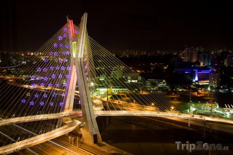 Fotka, Foto Most Octávio Frias de Oliveira v noci (Sao Paulo, Brazílie)