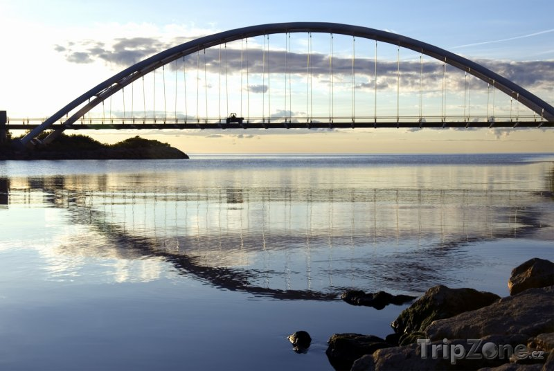 Fotka, Foto Most přes ontarijské jezero (Toronto, Kanada)
