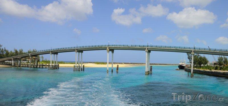 Fotka, Foto Most spojující ostrovy (Nassau, Bahamy)