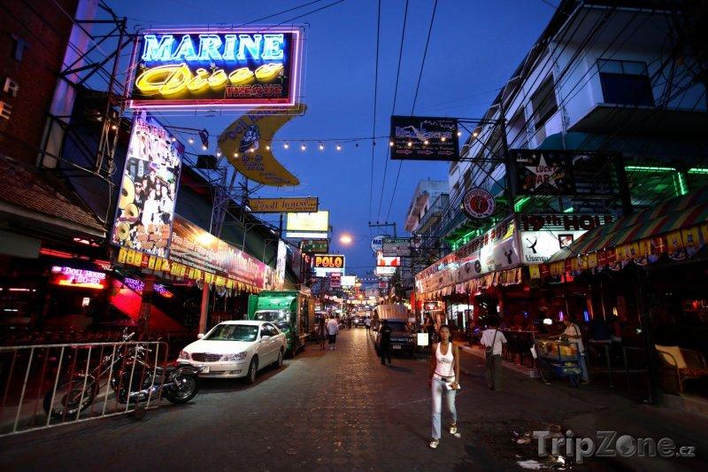 Fotka, Foto Nákupní třída v noci (Pattaya, Thajsko)