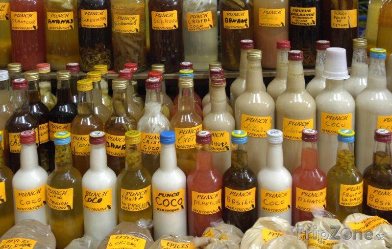 Fotka, Foto Nápoje na trhu ve městě Fort-de-France (Martinik)