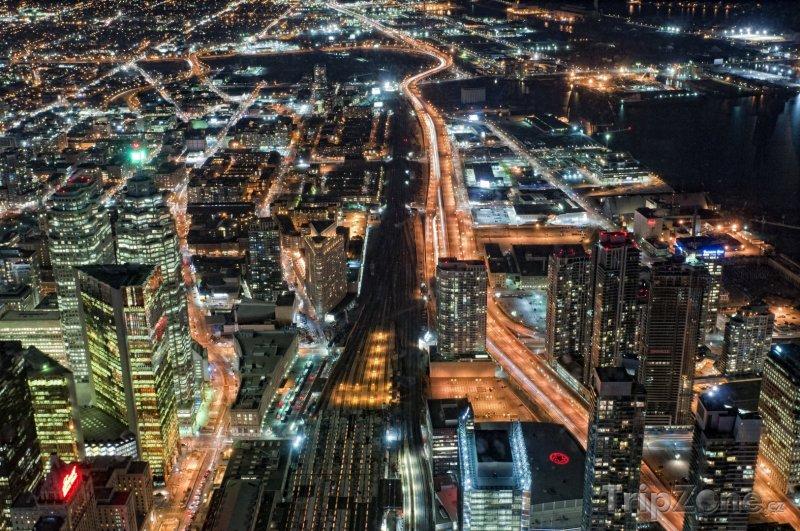 Fotka, Foto Noční město ze CN Tower (Toronto, Kanada)