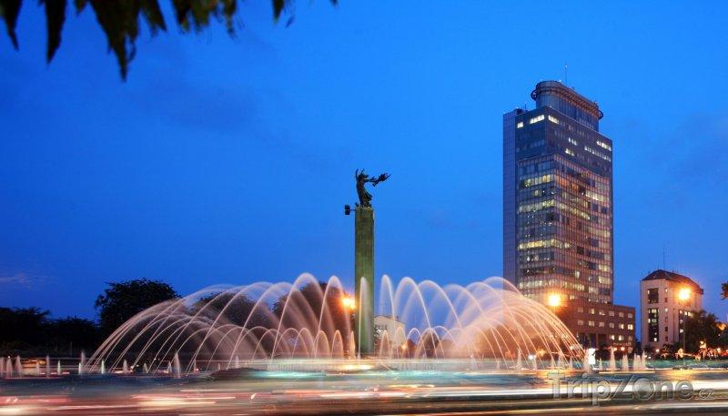 Fotka, Foto Osvětlená fontána (Jakarta, Indonésie)