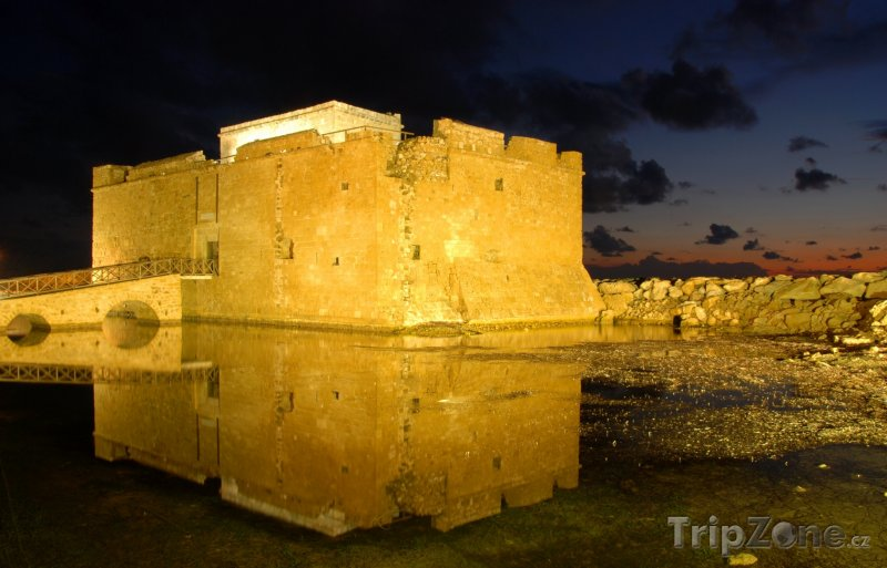 Fotka, Foto Osvětlený hrad (Pafos, Kypr)