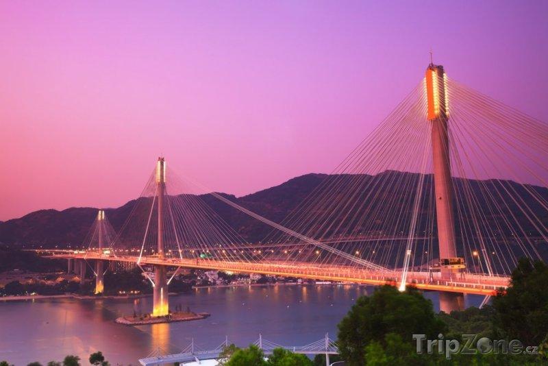 Fotka, Foto Osvětlený most Ting Kau (Hongkong)