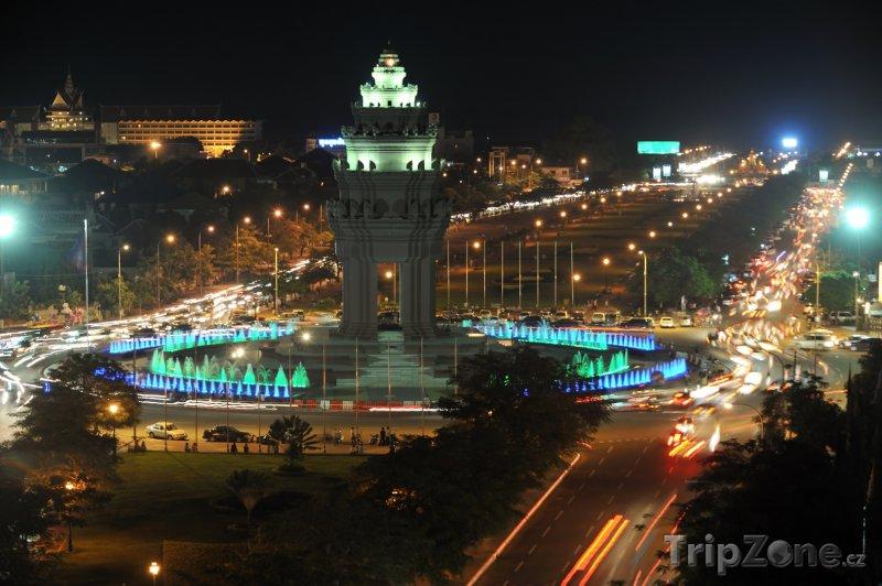 Fotka, Foto Památník nezávislosti v Phnompenh (Kambodža)