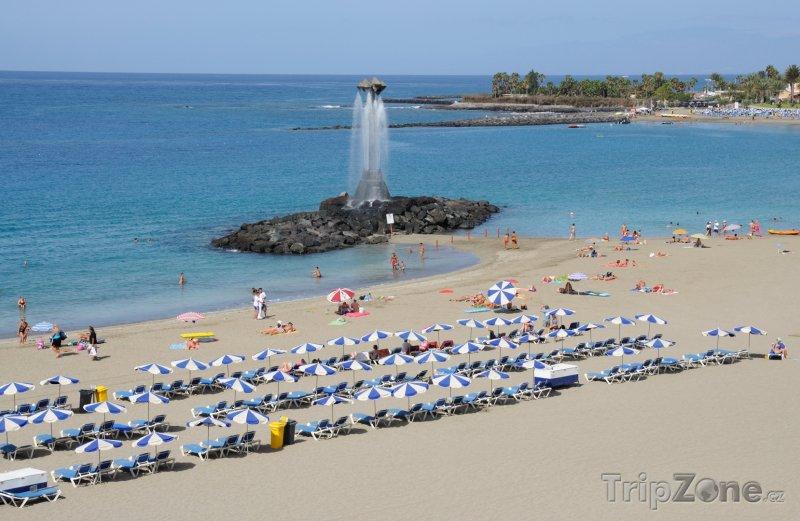 Fotka, Foto Pláž Playa de Las Vistas ve městě Los Cristianos (Tenerife, Španělsko)