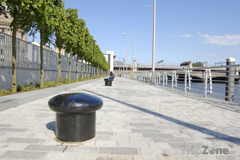 Fotka, Foto Promenáda podél řeky Clyde (Glasgow, Velká Británie)