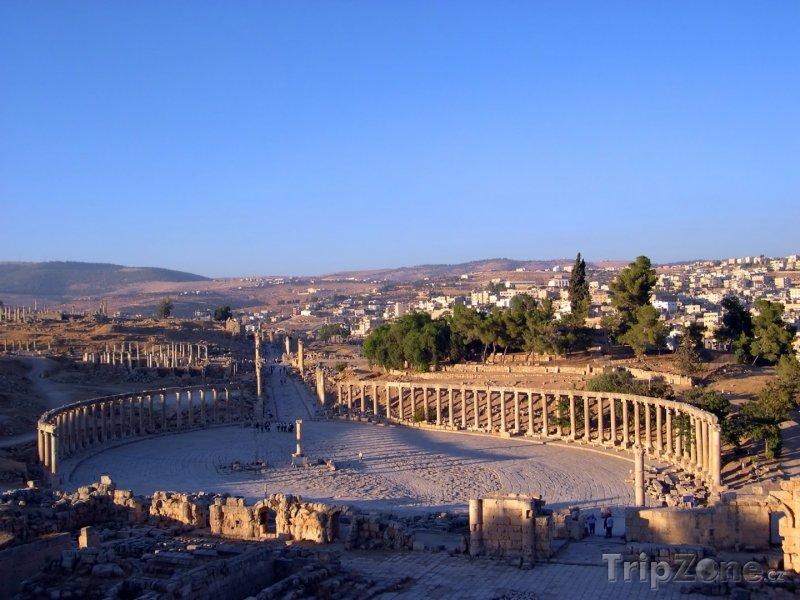 Fotka, Foto Ruiny římského Oválu ve městě Jerash (Jordánsko)