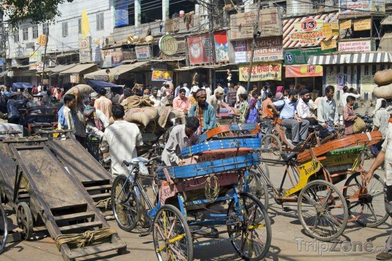 Fotka, Foto Rušná pouliční doprava v Delhi (Indie)