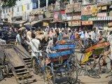 Rušná pouliční doprava v Delhi