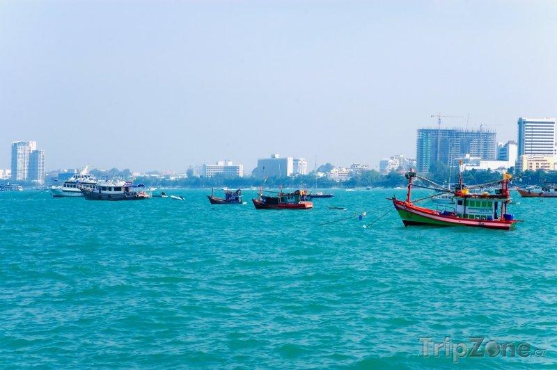 Fotka, Foto Rybářské loďky u pobřeží (Pattaya, Thajsko)