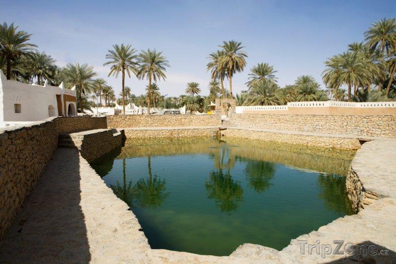 Fotka, Foto Rybníček ve městě Ghadames (Libye)