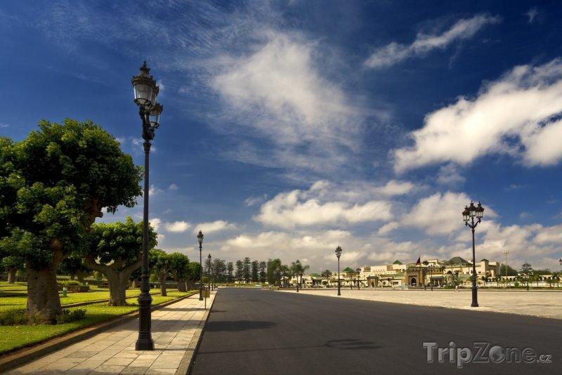 Fotka, Foto Silnice vedle Královského paláce (Rabat, Maroko)