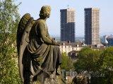 Socha anděla na hřbitově