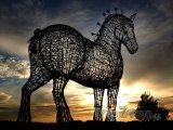Socha koně u dálnice M8